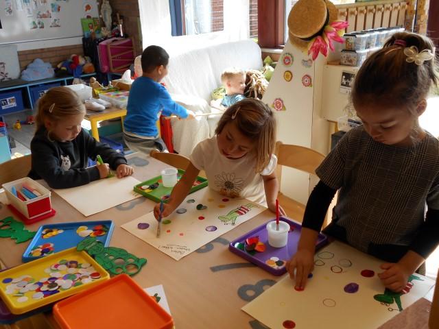 Onze jongste kleuters hebben allerlei activiteiten gedaan rond het boekje: Het kleurenmonster' terwijl onze oudste kleuters werkten rond het boekje: Kikker en zijn vriendjes.